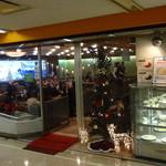 カトレア - 入口にクリスマスツリーが飾ってありました