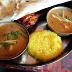 スパイシーインディア - ホリデーランチセット(左から野菜カリー&チキンカリー)