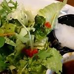 KITORA STEAK&SEAFOOD - きとら珈琲 @西葛西 牛ハンバーグステーキに添えられるサラダと大根おろし