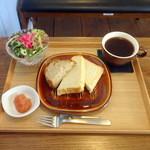 スリービーンズカフェ - モーニングトーストセット500円