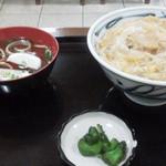 長太呂 - 親子丼 (向かい側から撮っていますm(_ _)m)