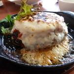 イロイロ - チーズとトマトの大きなハンバーグ¥1280