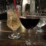 33244140 - グラスワイン(赤)とジンジャエール