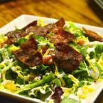コザ麦酒工房 - クリスピーベーコンと、 コルビージャックのサラダ