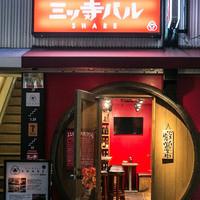 三ッ寺バル SHARE - 難波駅から、徒歩3分 たるがいっぱいのお店です。