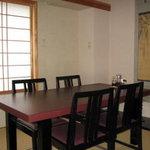 登茂恵 - こちらが個室となります。 二部屋繋げて、大人数でのご利用も可能です。