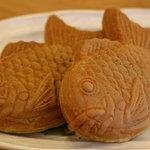 Shinya - 焼きたてふっくら丸々太った たい焼き でも中はスカスカ!