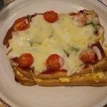 アット イーズ カフェ - たまごトーストピザ   590円