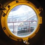 珈琲艇キャビン - 窓から
