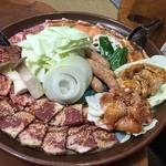 33253549 - 今回は焼肉盛り合わせ(5~6人前)5,000円 カルビ・サービスカルビ・豚・鳥・ホルモン・ウィンナー・野菜盛り