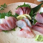 黒潮 - 料理写真:近海魚の刺身 なかなかいけますよ… 特に真ん中上