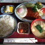 日進軒 - 上ハンバーグ定食(950円)