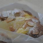 ココロ - 洋梨の乗ったパン