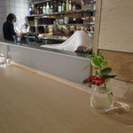 AKOMEYA厨房 - ナチュラルなウッドの内装はモダンな温もり2