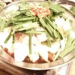 33260731 - モツ鍋(しょうゆスープ)