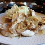 豚道楽 - 豚道楽自慢の豚の生姜焼き定食 907円。