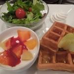 京橋千疋屋 フルーツパーラー 小田急藤沢店 - ワッフルセット