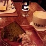 33271243 - 小松菜のシフォンケーキと、かぼちゃラテ