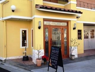 ラ・タヴォラ・ディ・オーヴェルニュ - 店舗前に数台駐車できます