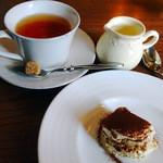 33278272 - ティラミス&紅茶