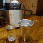丸万焼鳥 - 芋焼酎「庄三郎」をお湯割りで楽しみます