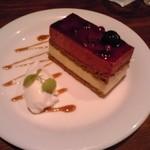 33284959 - 連れが食べていたカシスのケーキ(?)