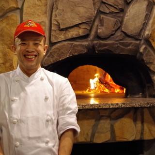 こだわりの石窯はイタリア製!本格ナポリピッツァを焼き上げます
