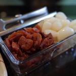 Kohihausunakazawa - コーヒーハウス ナカザワのカレーの薬味は福神漬けとラッキョ。(14.12)