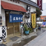 桜井食堂 - 駐車場は両脇に有ります。