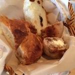 33291105 - おかわりのパン(レーズン入りの食パン、クリームチーズとくるみのハードパン、クロワッサン。余れば持ち帰れます)