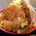 雷 - セカンドインパクト野菜マシ肉1.5増し(別アングル)