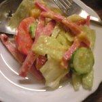 ノンノ - 小皿にとりわけたサラダ