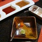 鉄板焼 AC 広尾 - タレいろいろ中華風・醤油・胡麻 塩3種 山葵・柚子胡椒