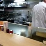 平和軒 - 厨房が目の前
