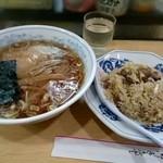平和軒 - 半炒飯+ラーメン(ランチ)