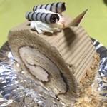メイプル洋菓子店 - これもバタークリーム仕上げのモカロール