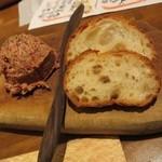 アガリコタラート - フォアグラとコンビーフのパテ(760円)