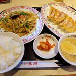 餃子の王将 - 野菜炒め+ごはんセット(¥787)に、餃子とビールを付けてみた