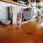大正麺業 - カウンター席の卓上
