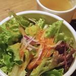 IDOL - ランチのパスタに付くサラダとスープ