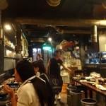 肉屋の台所 道玄坂ミート ぶたキム - お店の雰囲気です。ワイワイガヤガヤ系の焼肉居酒屋さんです。
