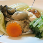 魚菜料理 赤井 - 煮物、牡蠣の煮物、飛竜頭も添えて(白菜、人参水菜)。