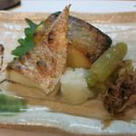 魚菜料理 赤井 - 焼き物のたい塩焼き、カレイの西京漬。