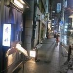 魚菜料理 赤井 - 歌舞伎座横の通りにあります。