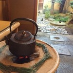 建仁寺 祇園 丸山 - 玄関の手前の待合場所