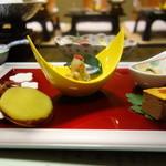 33315752 - 前菜:菰野産大豆味噌和え、帆立貝照り煮、丸十レモン煮、鶏肝松風、干し柿舞茸胡桃和え