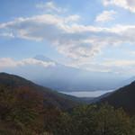 天下茶屋 - 店前から見た富士山、手前は河口湖