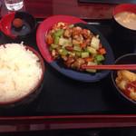 中華酒膳料理 龍源閣 - セロリ鶏肉木の果炒め定食大盛り(800円)。