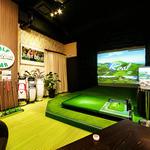 FAIRWAY CLUB - 豪華な内装と大型スクリーン
