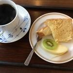 茶房 悠 - 午後のオリジナルブレンドコーヒー。右の一皿が付いてきました。